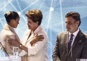Presidential candidate for the Brazilian Socialist Party Marina Silva (L) greets Workers' Party candidate and current President Dilma Rousseff (C) alongside Brazilian Social Democracy Party candidate Aecio Neves before a television debate in Sao Paulo, Brazil on July 26, 2014. Brazilian general elections will take place next October 5. AFP PHOTO / Miguel SCHINCARIOL